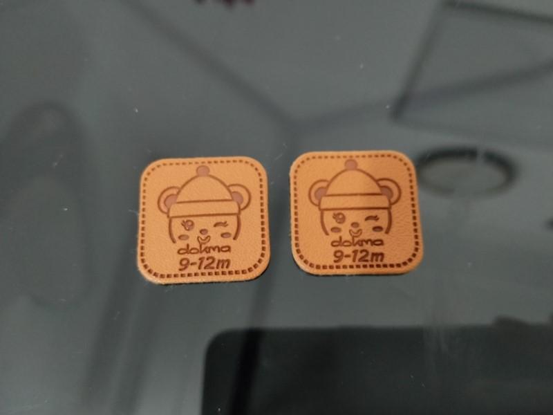 Mác da được dùng như một họa tiết trang trí trên sản phẩm